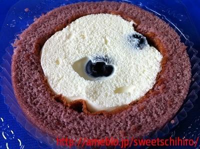グルメレポーターちひろの辛口スイーツランキング-プレミアムブルーベリーとチーズのロールケーキ3