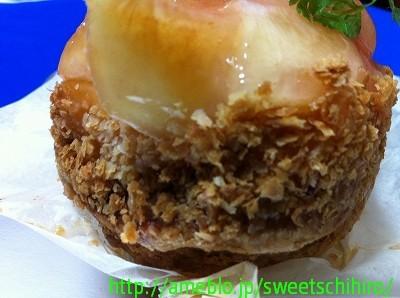 大阪スイーツレポーターちひろの辛口スイーツランキング ~スーパースイーツ男子がスイーツを斬る~-エスコヤマの白桃のクリームパイ