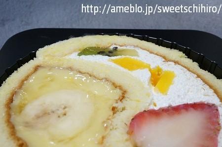 大阪スイーツレポーターちひろの辛口スイーツランキング-ファミマスイーツ フルーツトライフルロール