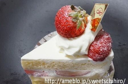 大阪スイーツレポーターちひろの辛口スイーツランキング-パティスリー花梨のショートケーキ