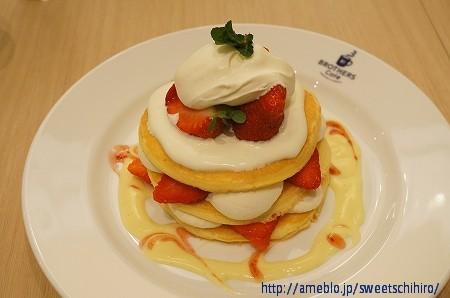 大阪スイーツレポーターちひろの辛口スイーツランキング-ブラザーズカフェ いちごパンケーキ