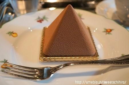 大阪スイーツレポーターちひろの辛口スイーツランキング-オグルニエドール チョコレートケーキ ピラミッド