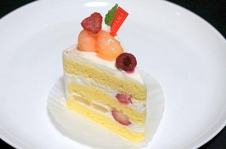 大阪スイーツレポーターちひろの辛口スイーツランキング-エスコヤマ 白桃のショートケーキ