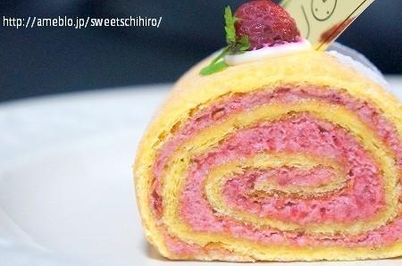 大阪スイーツレポーターちひろの辛口スイーツランキング-フランボワーズのロールケーキ