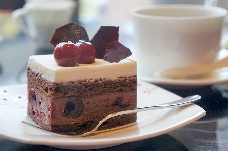$大阪スイーツレポーターちひろの辛口スイーツランキング-グリオットチェリーとチョコレートケーキ