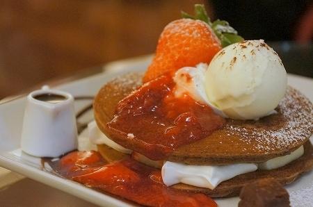 $大阪スイーツレポーターちひろのおいしいスイーツランキング-北欧館のチョコレートパンケーキ
