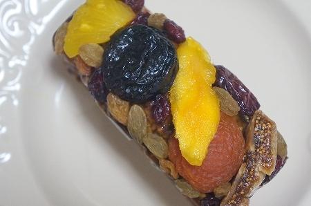 $大阪スイーツレポーターちひろのおいしいスイーツランキング-イデミスギノ フルーツケーキ