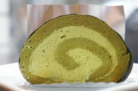 $大阪スイーツレポーターちひろのおいしいスイーツランキング-ヨシヒコナカガワ 抹茶ロールケーキ