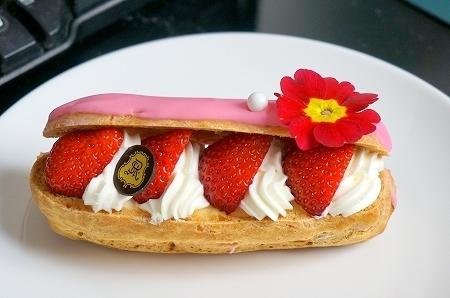セントレジス大阪 苺のエクレア