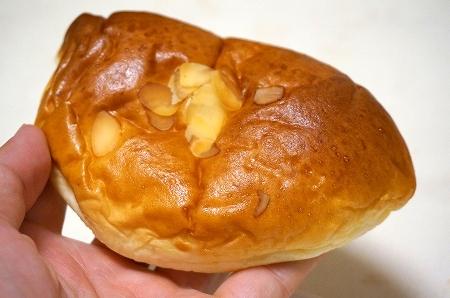 バックハウスイリエ クリームパン