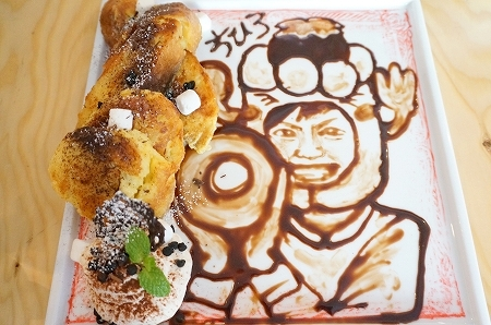 オリジナルアートを描くパンケーキ(シカ)
