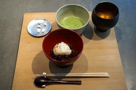 外国人を大阪スイーツツアーに案内 餅匠しづく