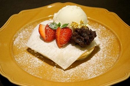 苺大福仕立てのパンケーキ