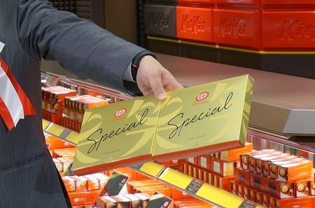大丸梅田店 キットカットショコラトリー大阪 笑パッケージ