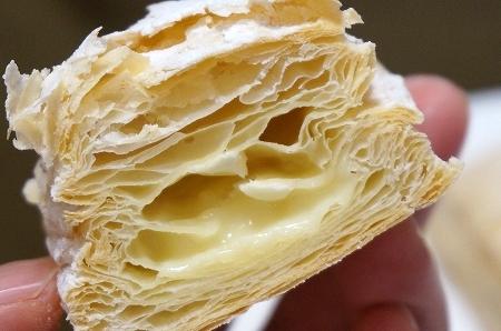 パブロ×ファミマコラボスイーツ ファミリーマート チーズクリームミルフィーユ