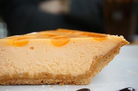 もりのみやキューズモールBASE グリーンカフェ 蘭王卵のチーズケーキ