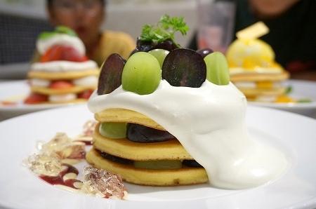 ブラザーズカフェ梅田OPA店:巨峰とシャインマスカットのパンケーキ