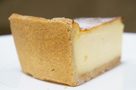 南堀江 スイーツ パティスリーグランフルーヴ ベイクドチーズケーキ