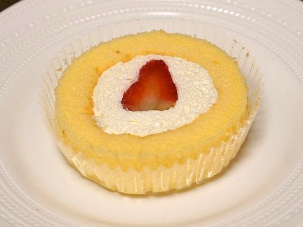 プレミアムロールケーキ(いちごのせ)