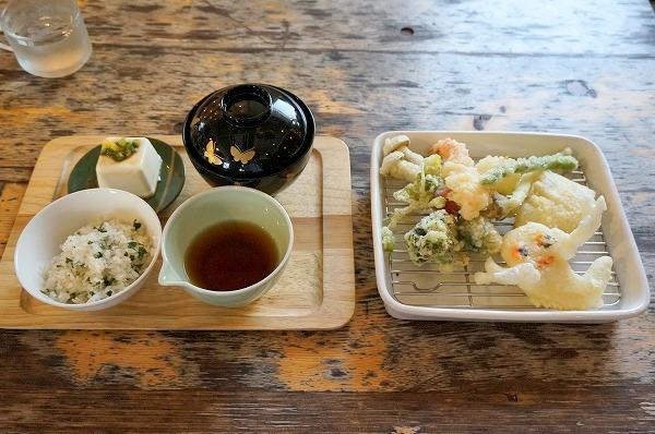 大阪 貸し切りカフェ ホテルペンネンネネム おばけのてんぷら定食