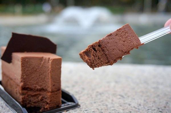 大阪市西区江戸堀 ショコラトリー・パティスリー・ソリリテ チョコレートケーキ(コロンビア)