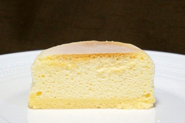 ファミマ 窯焼きしっとりチーズスフレ