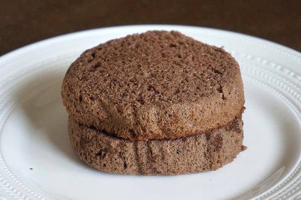 ファミマ スイーツバーガーチョコシフォンケーキ